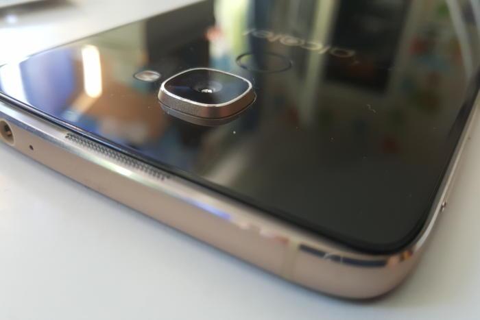 Alcatel Idol 4S camera bump
