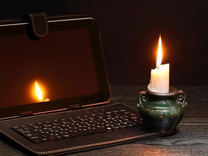 candle laptop blackout