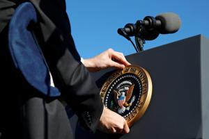 presidential seal podium 900x600