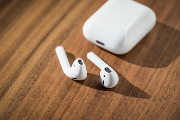 apple airpods review adam with case