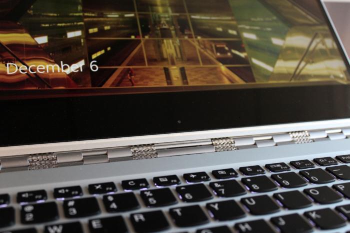Lenovo Yoga 910 webcam and bezel close up