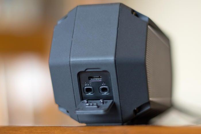 Soundcast VG1 ports