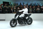 Honda's amazing Riding Assist motorcycle won't fall over