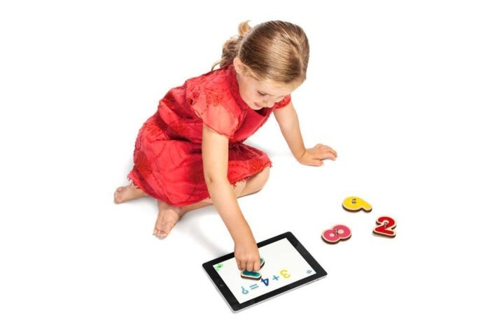 smart numbers girl playing