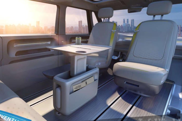 Driverless cars shift into mobile offices during commute