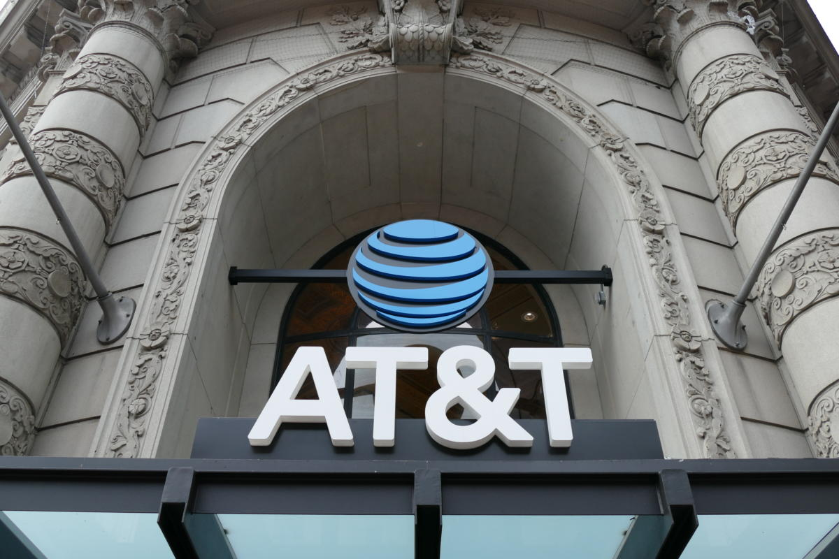 photo image AT&T jumps on the unlimited data bandwagon with $100 per month plan
