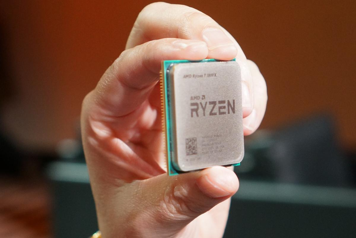 amd lisa su holding ryzen closeup crop