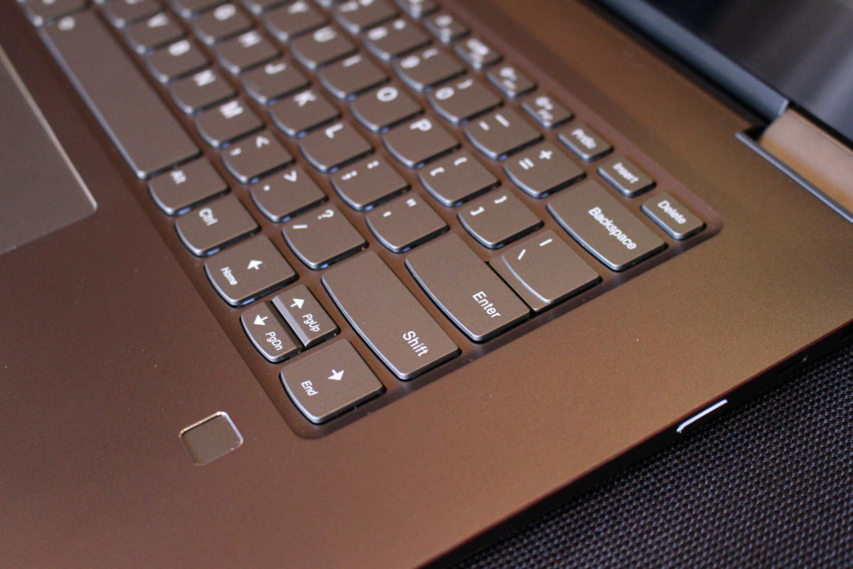 lenovo yoga 720 15 inch keyboard detail