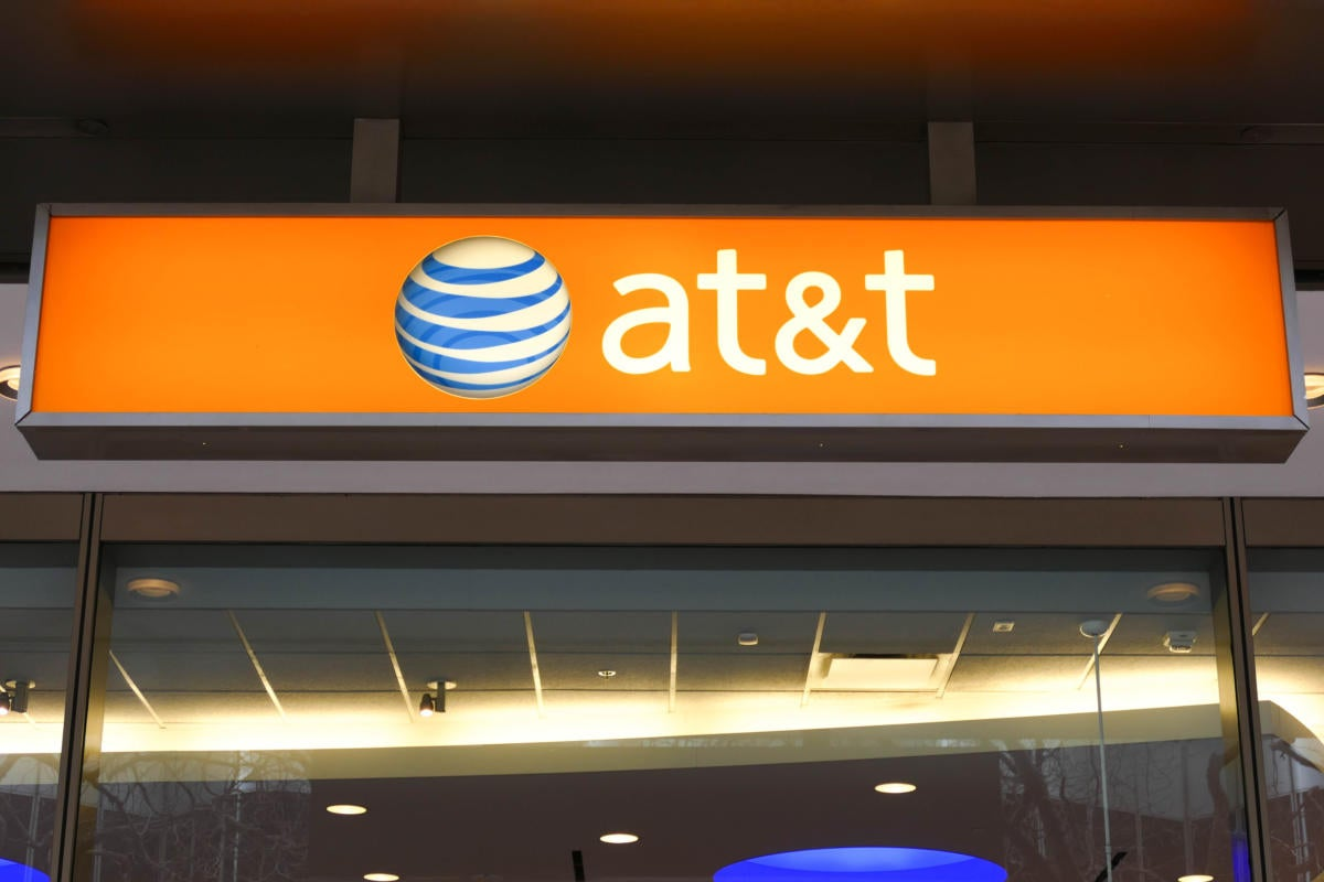 How AT&T Mobility, Verizon Wireless plans are similar and different