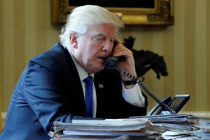 trump phone oval office