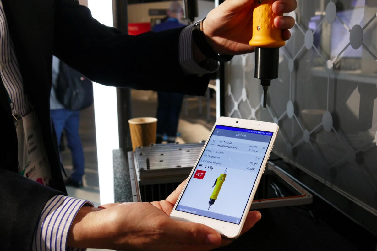 20170302 ericsson iot connected screwdriver with app at mwc 2017