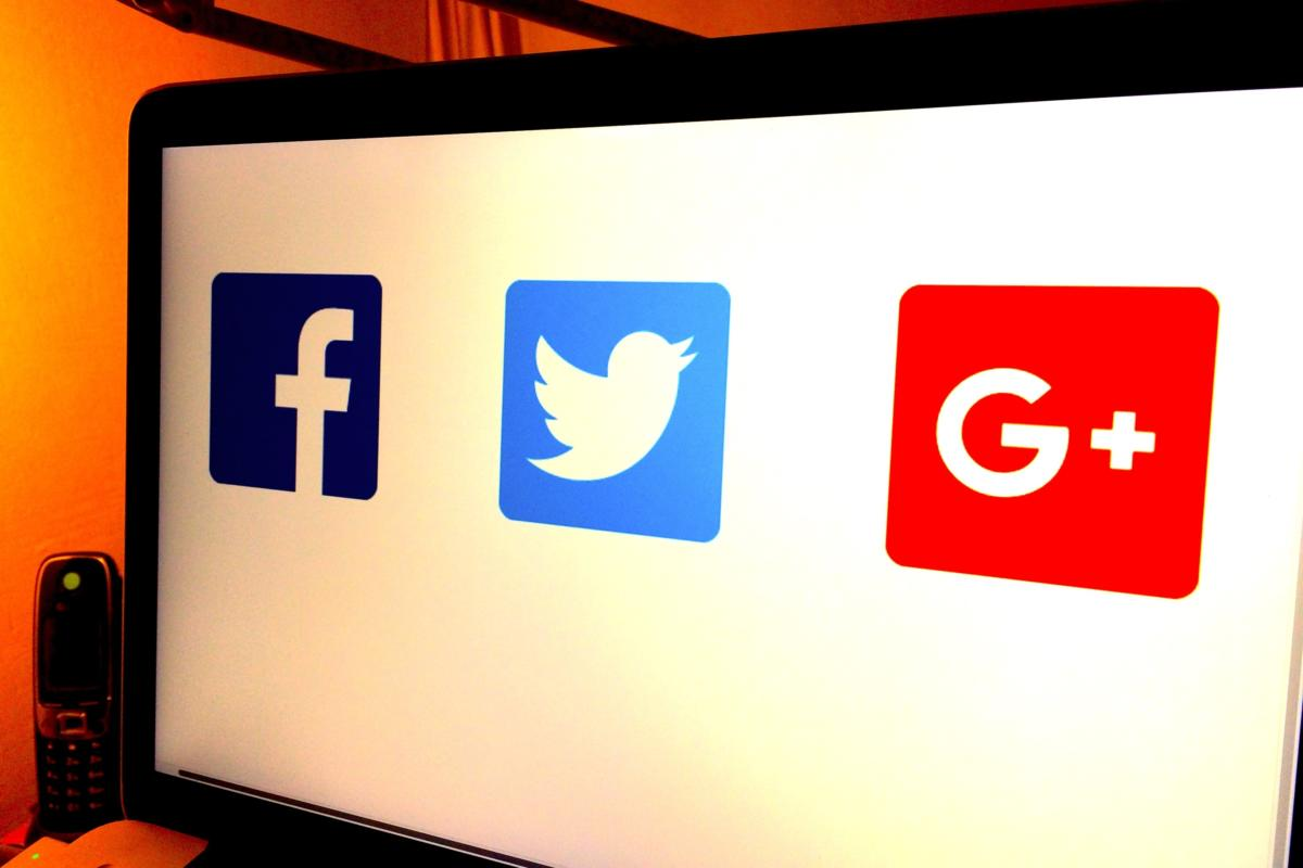 European regulators want changes in the terms of service for Facebook, Twitter and Google Plus.