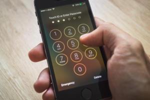 Easy way to bypass passcode lock screens on iPhones, iPads running iOS 12