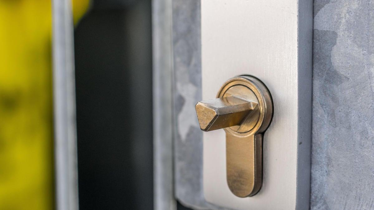 lock door security