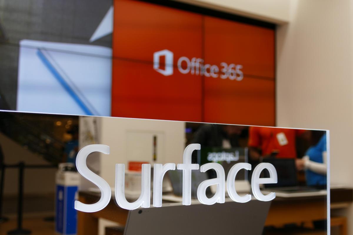 Microsoft shuts down retail chain, takes 0M charge