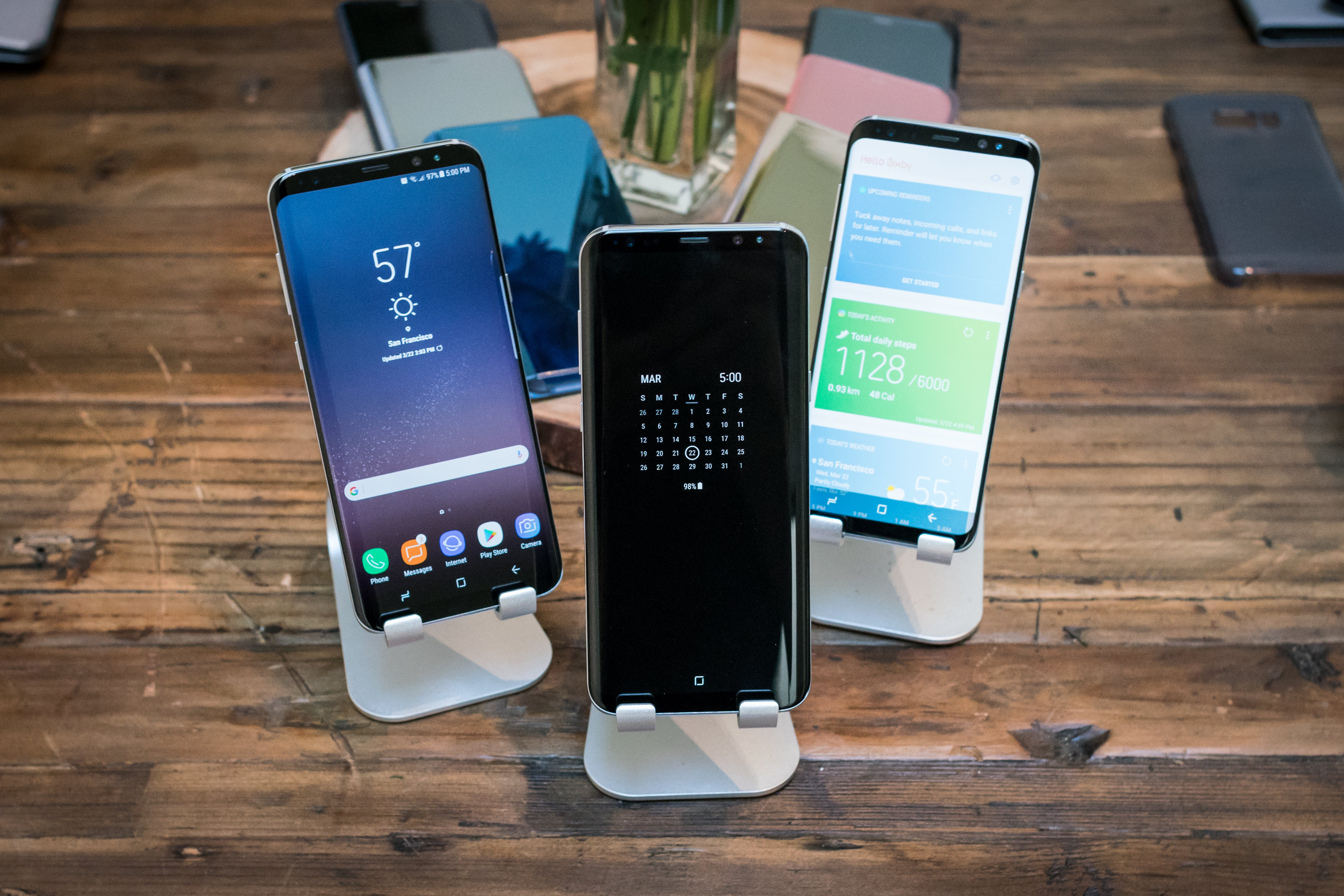 Hands on with the Galaxy S8 and S8+, the phones that do
