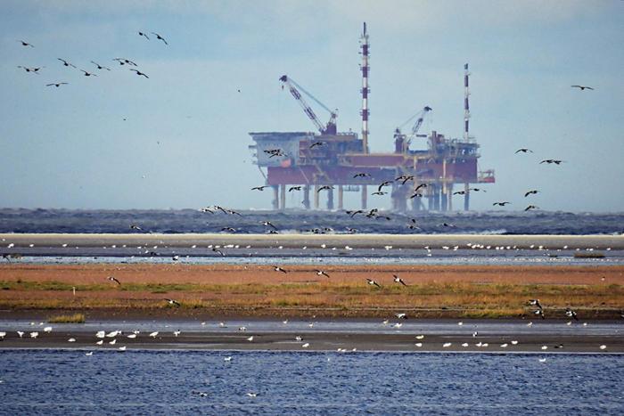 oil rig water