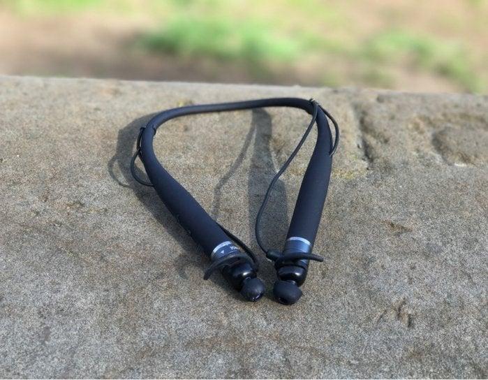 vi headphones outside