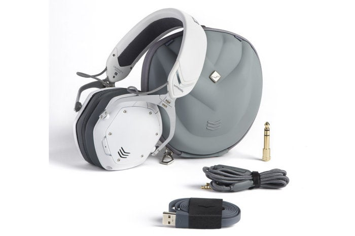 V-Moda Crossfade 2 Wireless case and accessories.