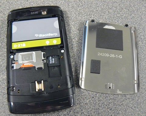 image of BlackBerry Storm2 9550 from Verizon with Battery Cover Removed