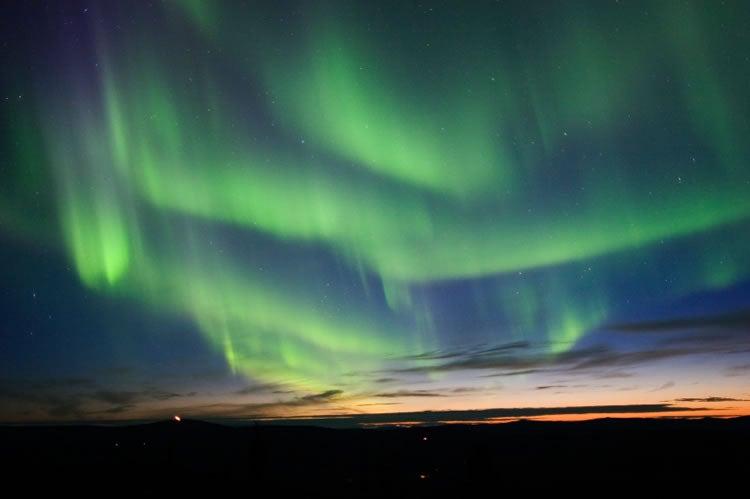 aurora-borealis-curtains-alaska.jpg