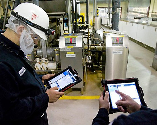 ATS Technician with SAP Work Manager app and iPad