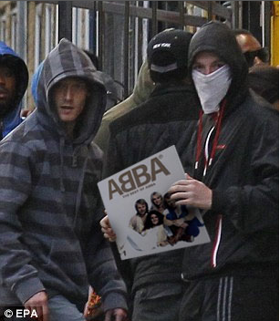 Looting an ABBA record