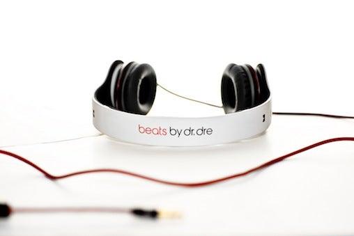 whitesolobeatsbydreheadphones_0.jpg
