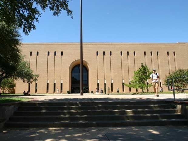 Picture of the Willis Library on the University of North Texas Campus.