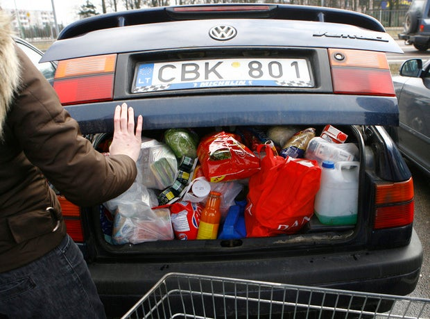 Shopper loading car