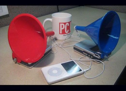 obsolete_earbud-speakers_1-100349194-orig.jpg