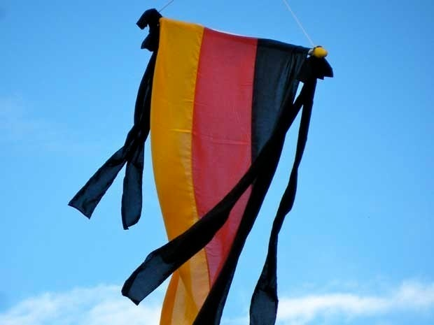 Picture of a kite in the colors of the German flag