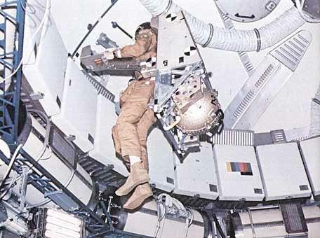 astronaut maneuvering unit
