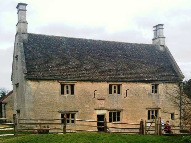 Exterior picture of Woolsthorpe Manor in England