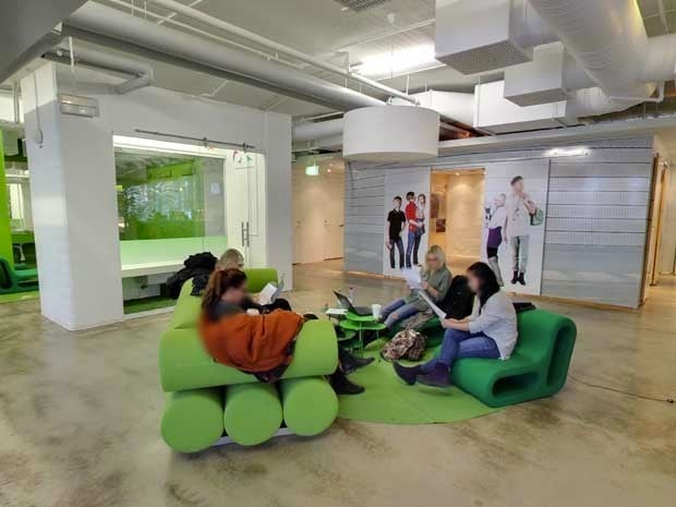 Picture of green couches at Mindpark offices