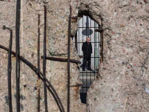 the fall of the berlin wall research paper Last day of classes - fall 2018 dec 5-  as one of the country's most prominent  and comprehensive research universities, rice takes a creative, interdisciplinary .