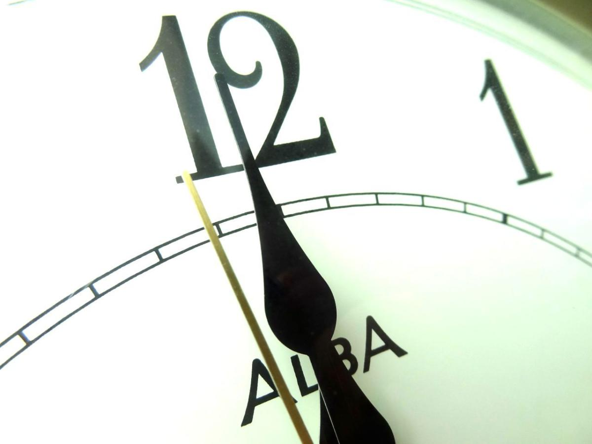 Bruised by past mistakes, tech firms brace for 'leap second' time clock
