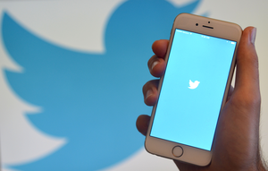 Twitter shuts down apps for deleted tweets, gives politicians new control
